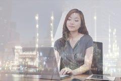 Mulher de negócios/refinaria da exposição dobro Fotos de Stock Royalty Free