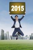 A mulher de negócios salta com número 2015 Fotografia de Stock