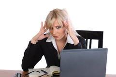 Mulher de negócios sob o esforço Fotografia de Stock