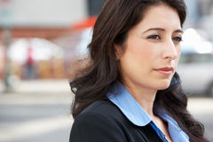 Mulher de negócios Standing In Street Foto de Stock Royalty Free