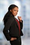 Mulher de negócios Standing By Window Fotografia de Stock Royalty Free