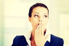 Mulher de negócios surpreendida bonita Fotos de Stock