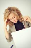 A mulher de negócios tem a dor de cabeça Imagens de Stock