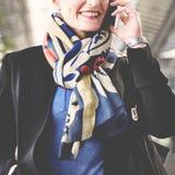 Mulher de negócios terminal Concept da viagem de negócios do aeroporto imagem de stock royalty free