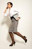 Mulher de negócios triguenha atractive Running Fotografia de Stock