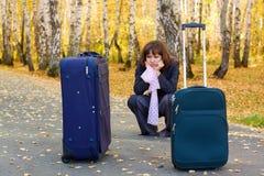 Mulher de negócios triste com uma bagagem. Imagem de Stock Royalty Free