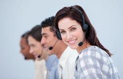 Mulher de negócio atrativa e seu funcionamento da equipe Imagens de Stock Royalty Free