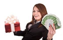 Mulher de negócio com dinheiro, caixa de Natal vermelha. Fotos de Stock Royalty Free