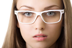 Mulher de negócio de Yound no close-up dos vidros isolado Imagem de Stock Royalty Free
