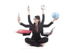 Mulher de negócio a multitarefas isolada no branco Imagem de Stock