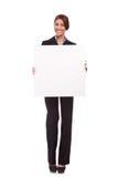 Mulher de negócio que mostra uma placa em branco Imagem de Stock Royalty Free