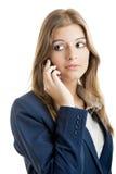 Mulher de negócio que usa um telefone de pilha Fotografia de Stock Royalty Free