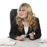 Mulher de negócios confusa com um olhar severo confundido Fotos de Stock