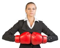 Mulher de negócios em luvas de encaixotamento Imagem de Stock