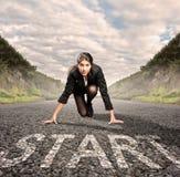 Mulher de negócios em uma estrada pronto para ser executado Fotografia de Stock