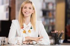 Mulher de negócios feliz Fotos de Stock Royalty Free