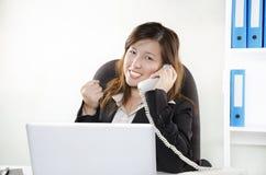 Mulher de negócios nova alegre Fotografia de Stock Royalty Free