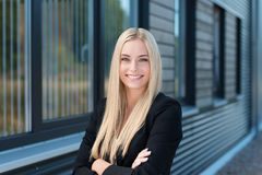 Mulher de negócios nova segura feliz Fotos de Stock Royalty Free