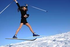 A mulher de negócios que salta no esqui Fotos de Stock