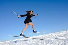 A mulher de negócios que salta no esqui Foto de Stock