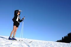 Mulher de negócios que vai esquiar Imagens de Stock Royalty Free