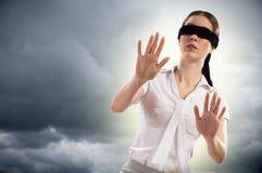 Mulher de olhos vendados nova fotos de stock royalty free