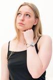 Mulher de pensamento que olha seu relógio fotografia de stock