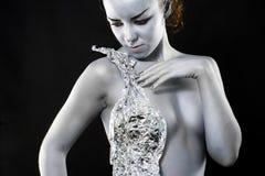 Mulher de prata que olha o lado Imagens de Stock