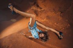 Mulher de queda Fotografia de Stock Royalty Free