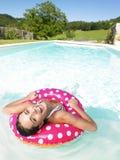 Mulher de riso que flutua na associação Foto de Stock Royalty Free