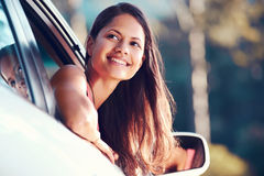 Mulher de Roadtrip feliz Imagens de Stock Royalty Free