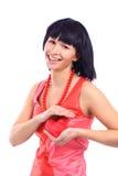 Mulher de sorriso atrativa com coração foto de stock royalty free