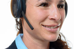 Mulher de sorriso atrativa que veste uns auriculares fotos de stock royalty free