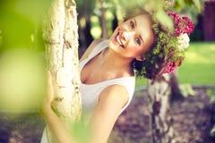 Mulher de sorriso bonita foto de stock