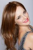Mulher de sorriso bonita com cabelo longo fotografia de stock royalty free