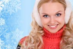 Mulher de sorriso com flocos de neve Fotografia de Stock