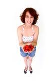 Mulher de sorriso com morangos Fotografia de Stock