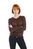 Mulher de sorriso com os braços cruzados Fotografia de Stock Royalty Free