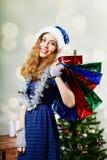 Mulher de sorriso com sacos atuais Fotografia de Stock Royalty Free