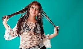 Mulher de sorriso com tranças Imagem de Stock