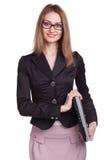 Mulher de sorriso com vidros vestindo do portátil fechado no backgr branco Foto de Stock Royalty Free