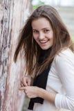 Mulher de sorriso de encantamento do retrato Imagem de Stock Royalty Free