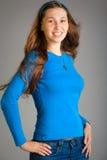 Mulher de sorriso no azul Imagens de Stock Royalty Free