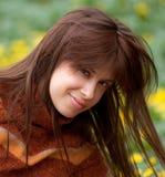 Mulher de sorriso no Turtleneck imagem de stock