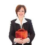 Mulher de sorriso nova com presente foto de stock royalty free