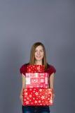 Mulher de sorriso nova com presentes de Natal Imagem de Stock Royalty Free