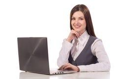 Mulher de sorriso nova que trabalha no portátil isolado Imagem de Stock Royalty Free