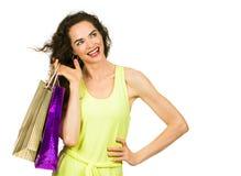 Mulher de sorriso que compra para fora foto de stock royalty free