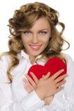 A mulher de sorriso si mesmoempurra- o coração para Fotografia de Stock