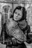 Mulher de Vintage.Beautiful no inverno. Modelo de forma Girl da beleza na Imagem de Stock